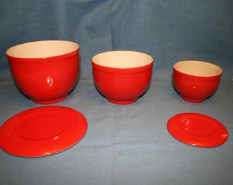 Set of 3 Red Mixing Bowls with Lids, Universal Cambridge USA Oven Proof Pottery Nesting Bowls
