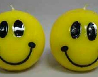 2 smiley face candles