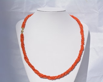 This elegant and timelessly beautiful  red coral necklace with 18kt gold closing