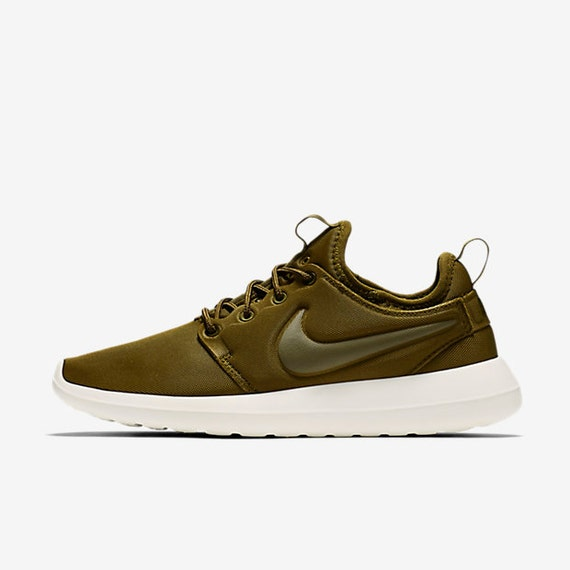 new swarovski nike olive green roshe two made with by. Black Bedroom Furniture Sets. Home Design Ideas