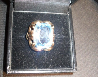 333 gold ring probably around 1950 with an aquamarine 17x12mm approx. 14 carat