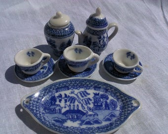 Vintage Miniature Blue Willow Dishes, Dollhouse Dishes