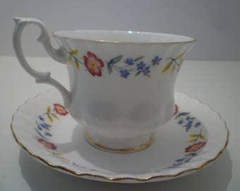 Teacup. ROYAL ALBERT. English Bone China Teacup Set. Vintage Royal Albert Teacup Set.