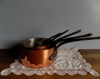 Fantastic set of 5 Tournus French vintage copper pans, steel lined with 1 mm thickness, cast iron handles.