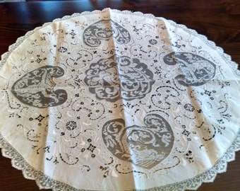 early 20th century linen and needle lace 32 inch round tea cloth