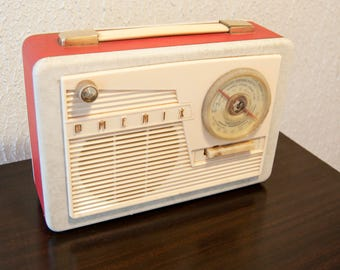 Vintage red radio - Old radio in bakelite Phenix - Small french radio - Little retro music radio - French antique - Transistor