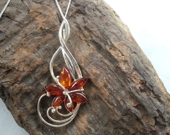 Striking Sterling Silver Baltic Amber Flower Pendant Necklace