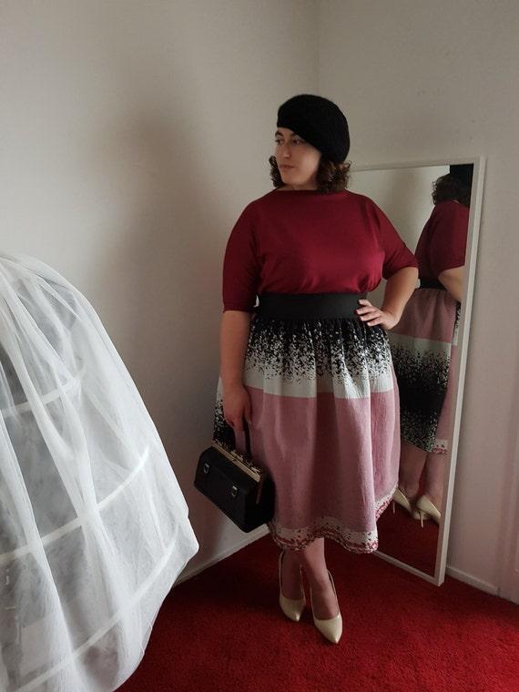 jupe patineuse midi noire blanche et rose. Black Bedroom Furniture Sets. Home Design Ideas
