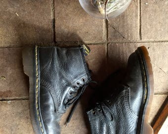 Vintage Doc Martens Lace up combat boots//Grunge 90s black leather ankle boots//Size 6.5//Made in UK//Air ware