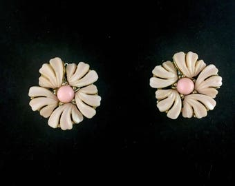 Vintage 1960s Pink Lisner Earrings 60s Flower Thermoset Lucite Clip On Gold Tone Mid Century Signed