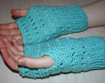 Instant Download PDF, Beginner Easy Eyelet Fingerless Gloves, Womens Mittens Knitting Pattern on Straight Needles, Wrist Warmers