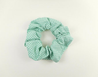 Small scrunchie - green and white motif