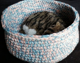 Pet bed for kitten or small dog