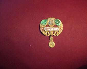 """Ancien Insigne Badge épingle broche Conscrit """"Bon pour les Filles"""". Vintage. Service militaire. France"""