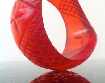 1930s carved lucite bangle bracelet Art Deco vintage