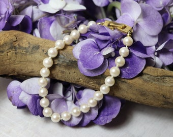 Vintage Faux pearl bead bracelet, individually knotted beads with goldtone accents