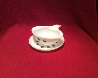Pyrex JAJ Gaiety Black Snowflake Gravy Sauce Boat Ladle and Saucer