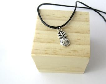 Pineapple choker, pineapple necklace, pineapple charm, pineapple jewelry, pineapple pendant choker summer choker, boho choker, boho necklace