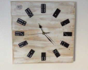 Domino Clock in Chabby Chic Fashion