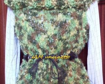 Mohair vest in the colours of the forest