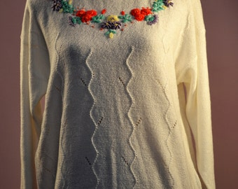 1980's Berkertex floral jumper UK size 14/16. Cute sweater. Typical 80's look with slight bat wing.