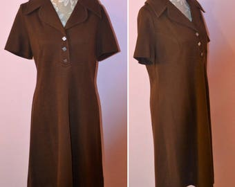 chocolate brown vintage dress / short sleeved 70's vintage retro dress with collar