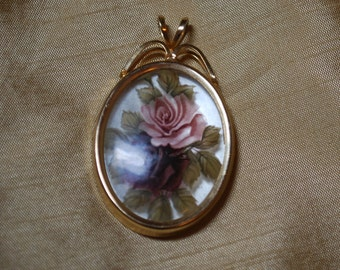Oval Cabbage Rose Pendant J2-013