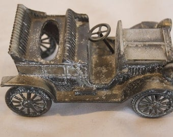 REALLY COOL Vintage Diecast Car - 1906 Ford with Japanese K.T. wing-like mark