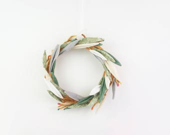 Gold & Berries | Long Leaves Textile Wreath
