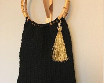 Handbag bag crochet Hoooked Zpagetti RibbonXL yarn with bamboo handles with gold tassle handmade handväska väska virkad Idun Hantverk