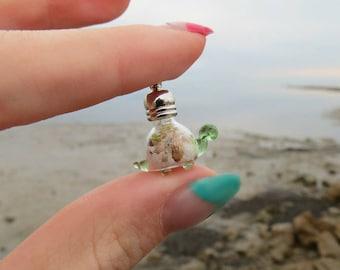 Cute turtle keychain, Sea turtle keychain, Animal keychain, Kawaii keychain, Very small keychain, Small purse keychain, Pouch keychain.