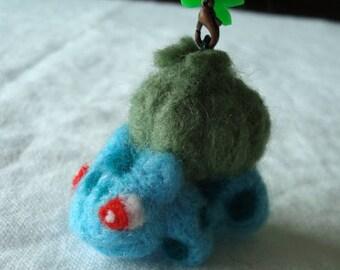 Needle felted Bulbasaur (Pokémon) plush keychain