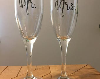 Mr and Mrs Champagne Flute Set | Wedding Gift | Customized Champagne Glasses | Wedding Glasses