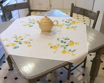 Vintage Tablecloth Wilendur Sunny Yellow Roses