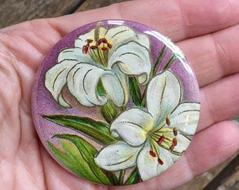 lilies. pocket mirror. flower accessory. botanical gift. party favor. bridesmaid gift. mothers day gift. repurposed. friendship gift.