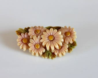 vintage 30s daisies brooch / 1930s molded celluloid plastic pin / made in Japan