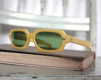 Vintage 1950s Cool Ray Polaroid Sunglasses Frames // Space Age 50's Canary Yellow Lucite Frames with Green Lenses #M634 DIVINE