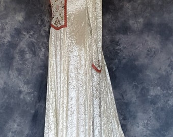 Renaissance Gown,Medieval Gown,Elvish Dress,Wedding Gown,Custom Made,Hand Fasting Dress,Robe Medievale,Robe Elfique,Embroidered Dress,Rose