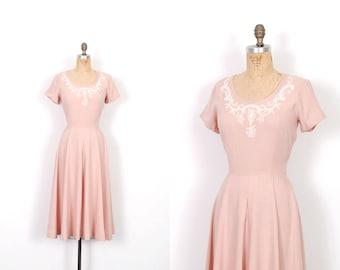 Vintage 1950s Dress / 50s Pink Linen Beaded Dress / Full Skirt ( medium M )