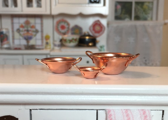 Miniature Copper Bowl Set, Nesting Mixing Bowls With Handles, Dollhouse Miniatures, 1:12 Scale, Dollhouse Kitchen Accessory, Dollhouse Decor