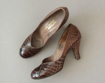vintage 1950s heels / 50s brown leather heels size 7.5/8N