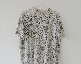Vintage Heart Print T-Shirt - Black and White 80s Tee - Size Medium/Large