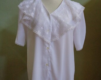 """Vintage Notations Short Sleeved White Blouse with Front Lace Collar Bust 43"""" Waist 43"""""""