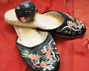 Vintage House Shoes-Slippers Oriental-Asian Embroidered on Black/Womens Hong Kong 60s 70s Theater Costume Decor size 6 Dragon-Bird Teens