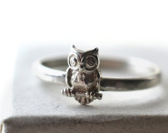 Silver Owl Ring, Tiny Bird Ring, Woodland Animal Charm, Personalized Ring, Engraved Message, Customized Animal Jewelry for Men & Women