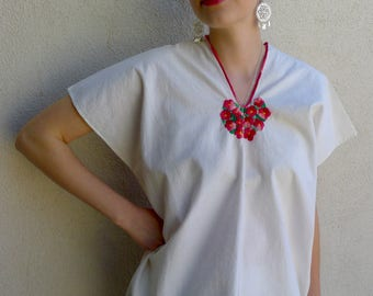 Mexican embroidered floral pink/red Chiapas Huipil white tunic - Huixtan Mayan traditional - resort cover up - fresh summer  Size Med.