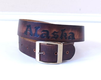 vintage 80s ALASKA polar bears, wolves TOOLED LEATHER Belt medium boho forest wildlife hippie festival brown grizzly