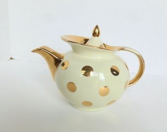 Hall China Windshield Teapot Ivory Cream with Gold Polka Dots 6 Cup
