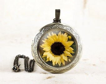 Sunflower Locket - Yellow Flower Photo Locket, Summer Flower Jewelry, Sun Flower Locket Necklace, Garden Flower Necklace, Botanical Necklace