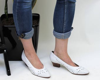 1980s White Punched Leather Low Heel Pumps Size UK 6, US 8.5, EU 39